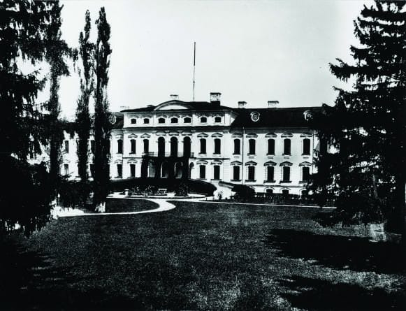 1875g
