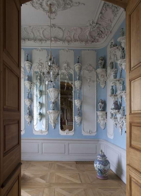Porcelana-kabinets-pie-Zelta-zales