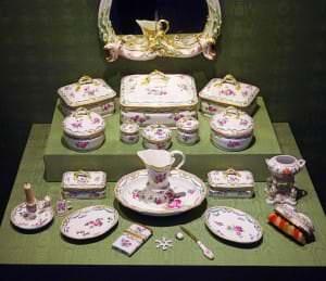 Kurzemes hercogienes Dorotejas kosmētikas servīze – Vācija, Berlīne, Karaliskā porcelāna manufaktūra, ap 1784