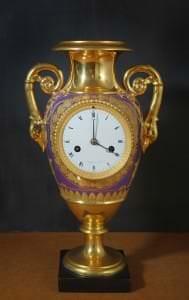 Pulkstenis ar porcelāna korpusu. Francija, Parīze, pulksteņmeistars Anževēns. 19. gs. sākums