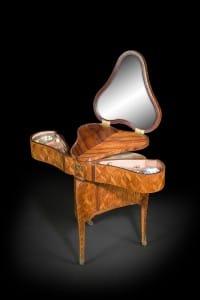 Sirds formas tualetes galdiņš. Meistars Pjērs Makrē. Francija, 18.gs.vidus.