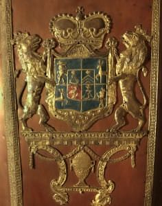 Герб Курляндии-Семигалии на крышке саркофага герцогини Бенигны-Готтлиб