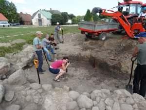 Arheoloģiskie izrakumi pils teritorijā /09.-26.07.2013./