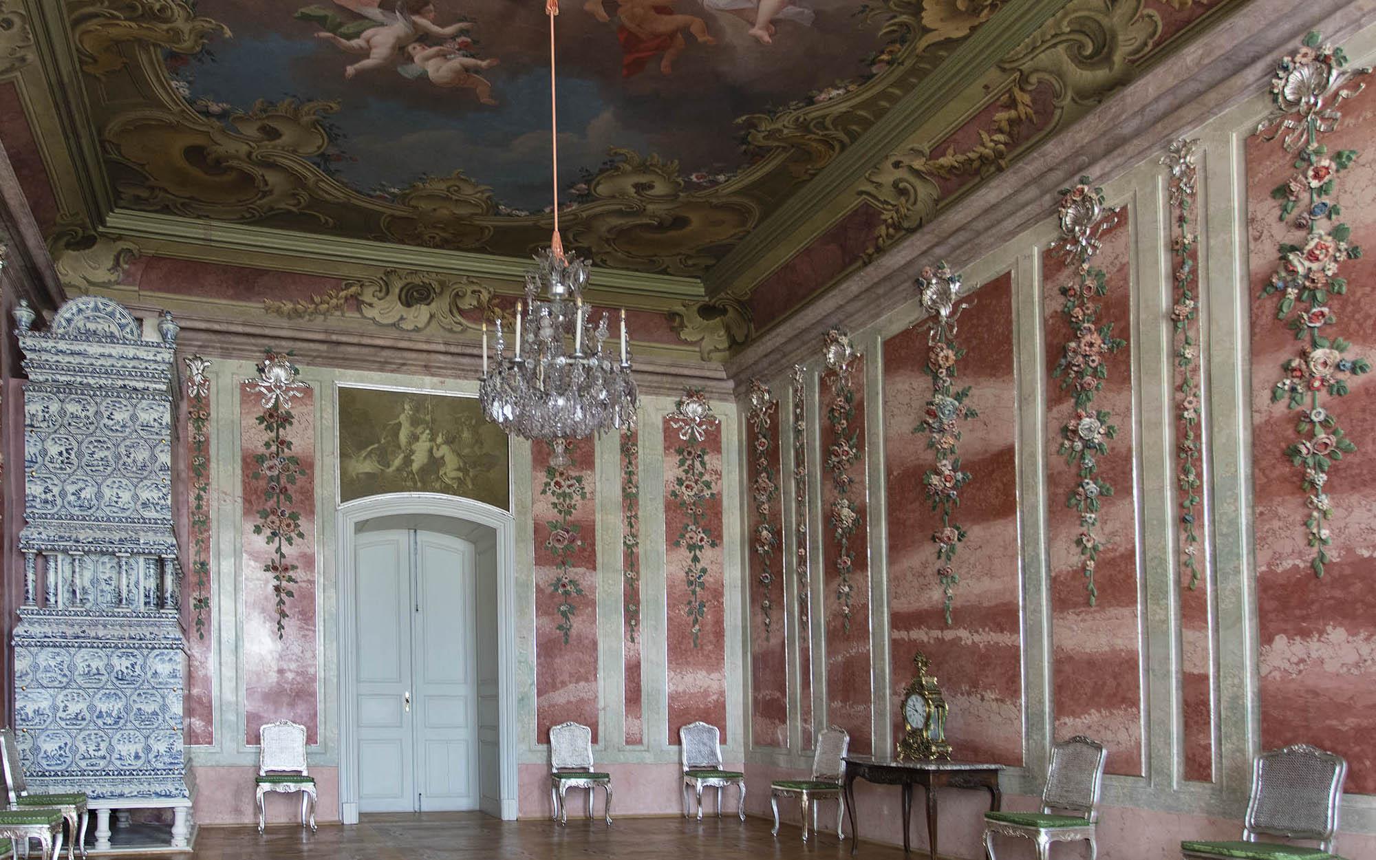 Kāda funkcija 18. gadsimtā bija Rožu istabai, ar ko tur nodarbojās?