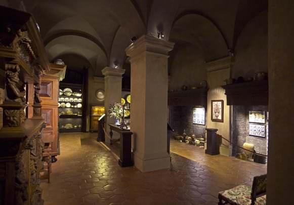 Pils rietumu puses virtuve ar 17. gadsimta priekšmetu ekspozīciju