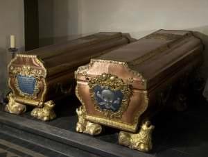 Hercoga Ernsta Johana un hercogienes Benignas Gotlības sarkofāgi