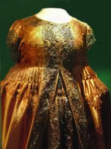 Hercogienes Luīzes Šarlotes kleita pēc restaurācijas