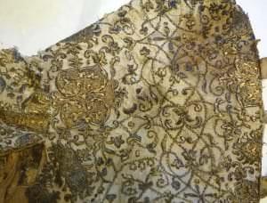 Фрагмент одежды герцога Фридриха Казимира во время реставрации