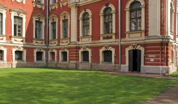 Kurzemes hercogu kapenes Jelgavas pilī. Ieeja