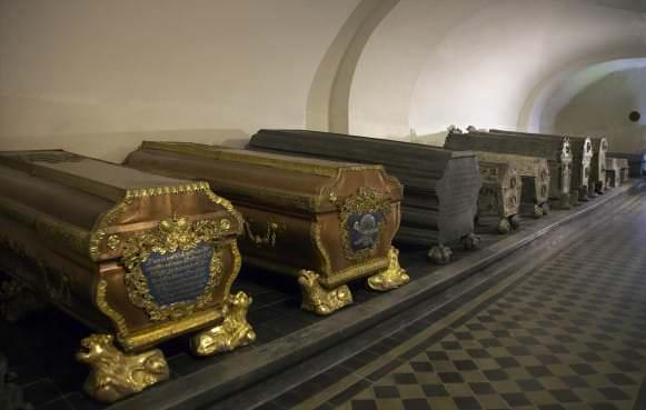 Kurzemes hercogu kapenes 2010. gadā, skats uz dienvidiem