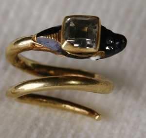 """Princeses Kristīnes Sofijas gredzens. Kurzeme, ap 1648. RPM ekspozīcijā """"No gotikas līdz jūgendstilam"""""""