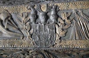 Kurzemes ģerbonis uz hercoga Jēkaba sarkofāga