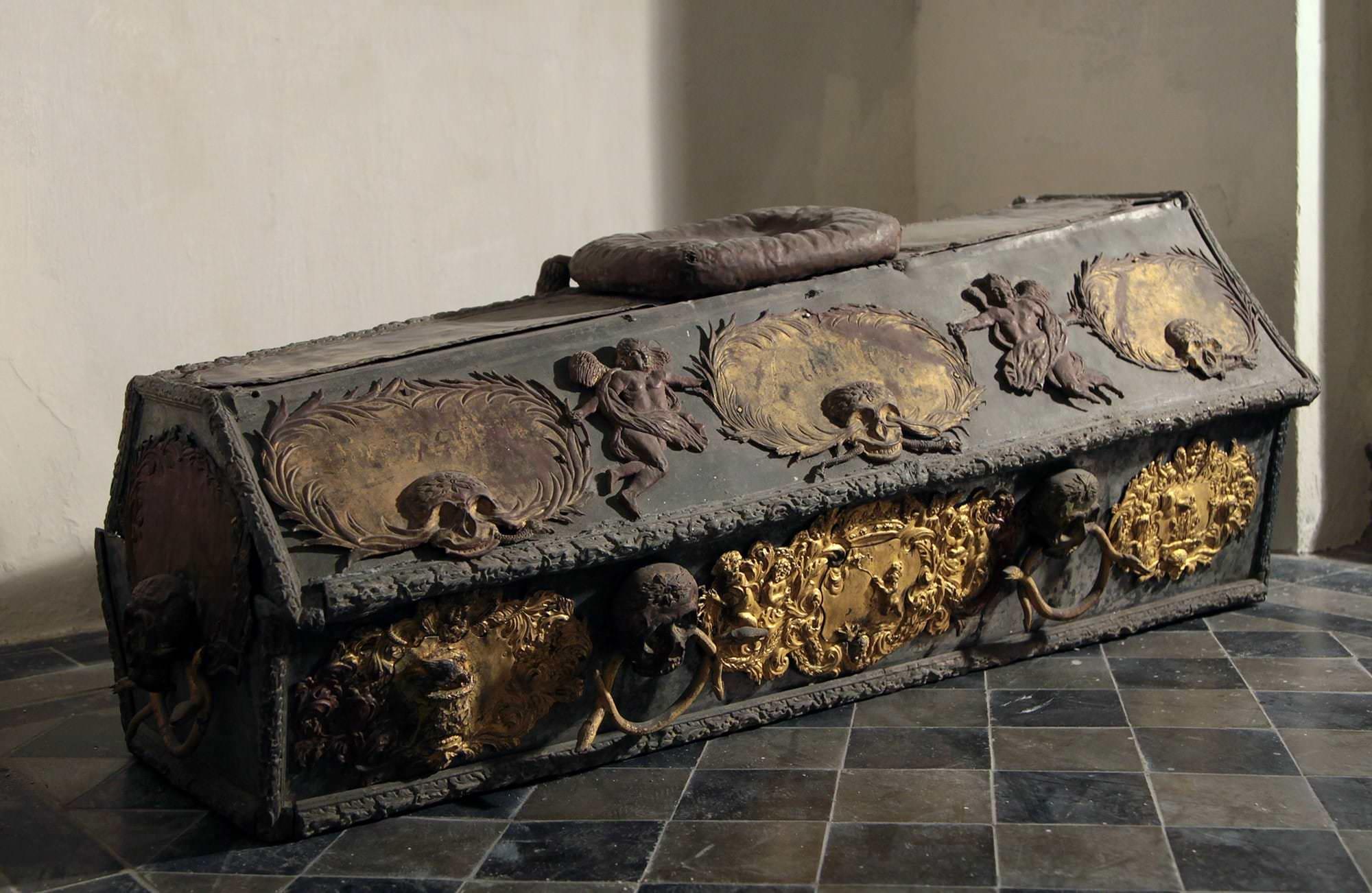 universität genf sarkophag