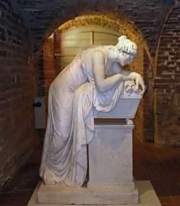 Paolo Triskorni. Krievija. Firstienes Šarlotes Margaretas Līvenas kapa piemineklis. Pēc 1828.g. Figūra no Antonio Kanovas pieminekļa pāvestam Klemensam XIV Romā Svēto Apustuļu baznīcā.
