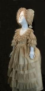 Princeses Šarlotes Frīderikes kleitiņa un aubīte pēc restaurācijas