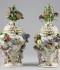 Smaržu vāzes – popuriji ar putti figūrām un ziedu un ogu dekoru. Vācija, Meisenes porcelāna manufaktūra, ap 1770. RPM kolekcija, RPM 12643, 12644
